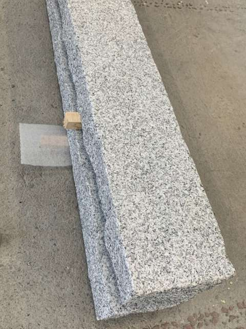 Woodbury Granite with Rocked Edges
